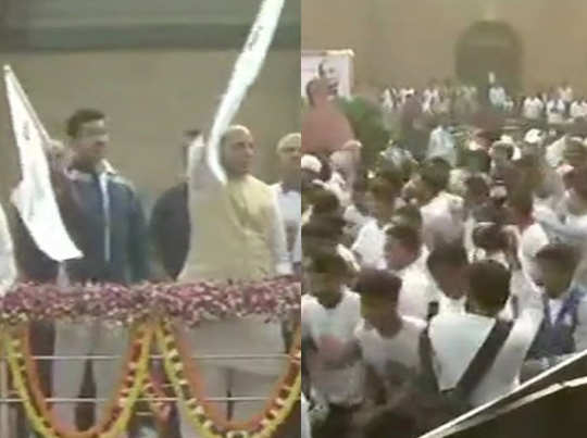 रन फॉर यूनिटी को झंडी दिखाते राजनाथ और राज्यवर्धन सिंह