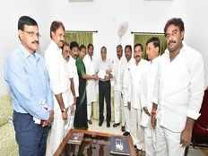 ysrcp leaders meet governor narasimhan over attack on ys jagan