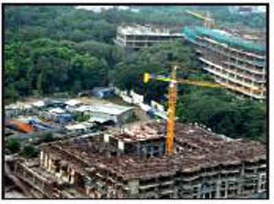 एयरफोर्स बेस के पास बन रही बिल्डिंग