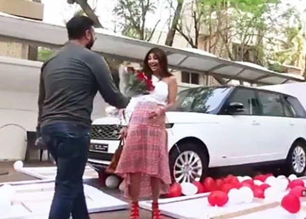 शिल्पा शेट्टी को  गिफ्ट में मिली एक शानदार कार