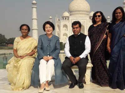 ताज का दीदार करने पहुंचीं किम जुंग सुक