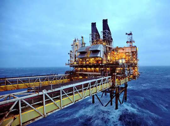 ईरान से तेल आयात में अमेरिकी छूट के बाद खरीद के लिए लाइन में लगे कई देश