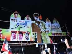 admk cadres attacked sarkar screening theatre employees in tiruppur