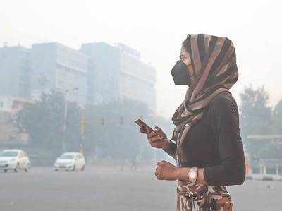 प्रदूषण से बचने के लिए मास्क का सहारा।