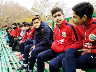 Kashmir Mein Football Se Mil Rahi Bachchon Ko Nai Disha Aur Jindagi