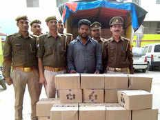 baghpat police arrested man for liquor smuggling