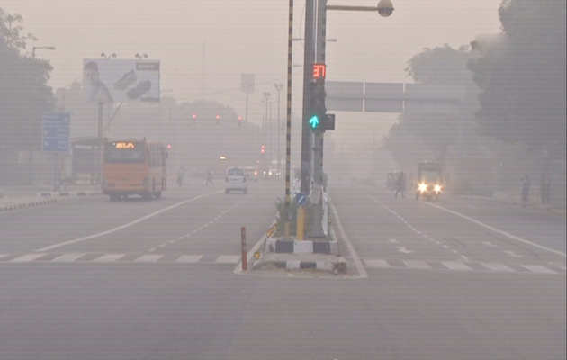 दिल्ली-NCR में बारिश की फुहार, प्रदूषण से मिलेगी थोड़ी राहत