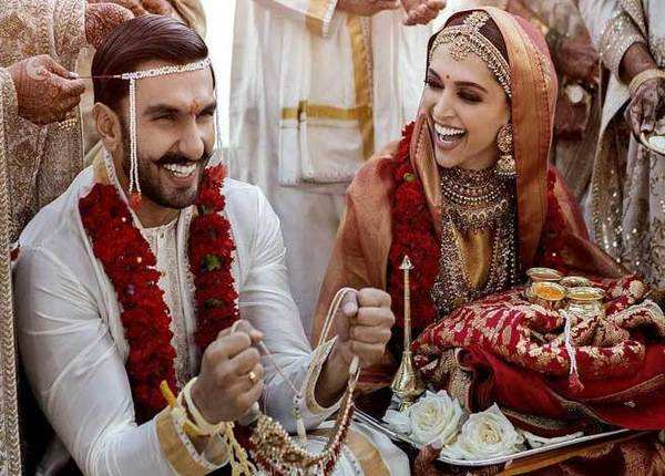 देखें, शादी की तस्वीरों में बला की खूबसूरत दिख रही हैं दीपिका