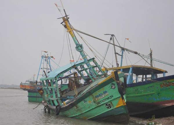 मछुआरों को समुद्र से दूर रहने की सलाह