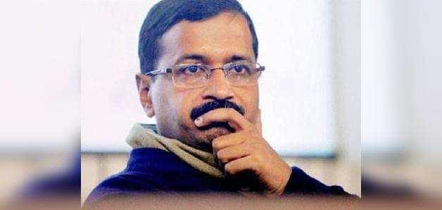 दिल्ली के सीएम अरविंद केजरीवाल पर चिली पाउडर फेंका गया