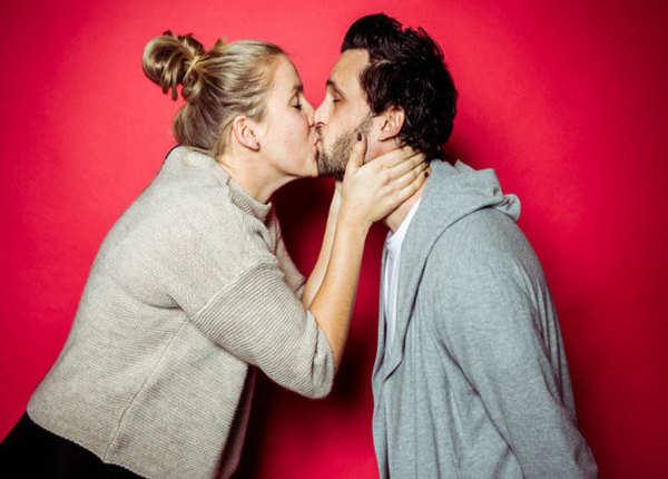 धीरे-धीरे प्यार से करें किस