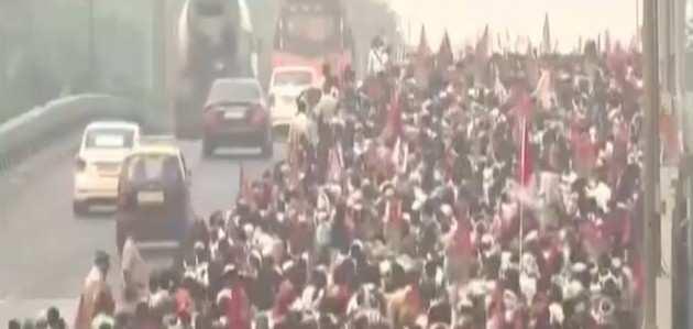 महाराष्ट्र: ठाणे से मुंबई के लिए प्रदर्शनकारी किसानों का मार्च शुरू