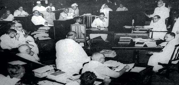 आज का इतिहास: 26 नवंबर 1949 के दिन संविधान सभा ने संविधान को अपनाया था