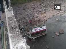 many people died after a bus fallen in a gorge in himachal pradesh