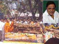kannada rebel star ambareesh last rites performed in bengaluru