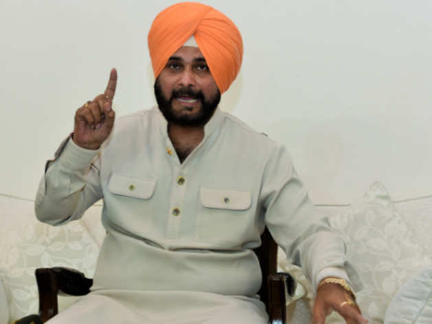 नवजोत सिंह सिद्धू भारत आए वापस, कहा- गोपाल चावला को नहीं जानता