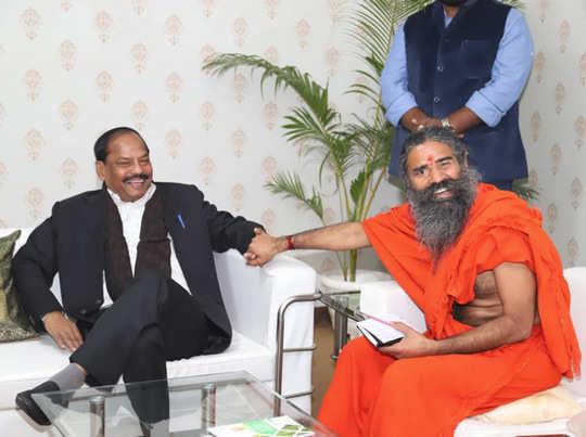 मु्ख्यमंत्री रघुवर दास के साथ बाबा रामदेव