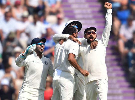 अभ्यास मैच में विराट कोहली ने एक विकेट लिया।