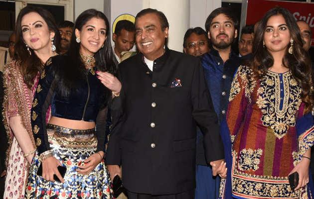 प्रियंका चोपड़ा और निक जोनस की शादी में शामिल होने मुकेश और नीता अंबानी जोधपुर पहुंचे