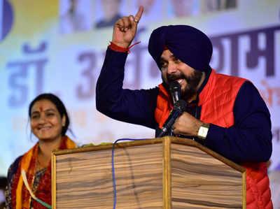 कांग्रेस ने चार गांधी दिये, बीजेपी ने तीन मोदी दिया: नवजोत सिंह सिद्धू