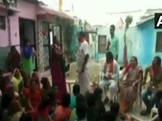 महिला पार्षद ने जमकर लगाई क्लास