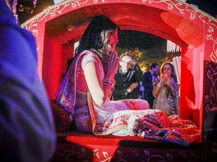 NickYanka Wedding: देखें, जब डोली में दिखीं प्रियंका चोपड़ा