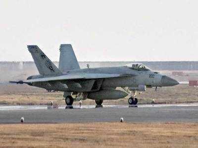 जापान के इवाकुनी स्थित मरीन कॉर्प एयर स्टेशन पर F-18 (फाइल फोटो)