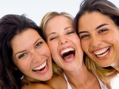 सेहत के लिए कई तरह से फायदेमंद है हंसना