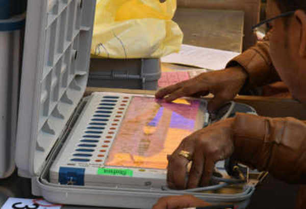 mp elections techie offering to tamper with evms arrested in gwalior