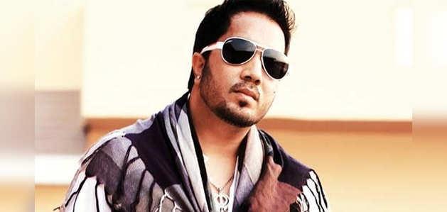 दुबई: छेड़छाड़ के आरोप में हिरासत में लिए गए सिंगर मीका सिंह