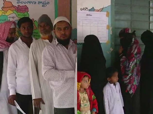 तेलंगाना में वोट डालने पहुंचे लोग