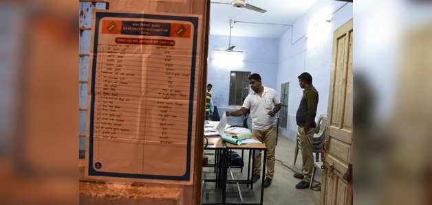 राजस्थान और तेलंगाना में विधानसभा चुनाव के लिए वोटिंग शुरू