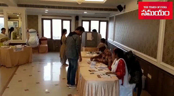 hero victory venkatesh cast vote in hyderabad