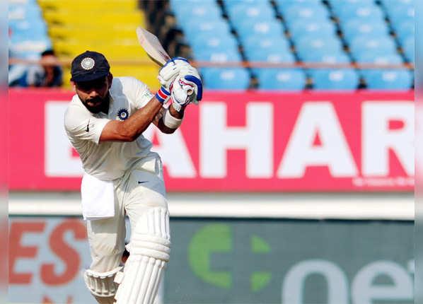 बतौर कप्तान घर-बाहर 2000 रन पूरे