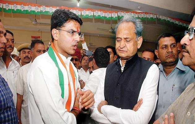 राजस्थान: सीएम पद की रेस पर कांग्रेस में घमासान
