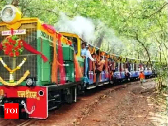 Matheran Mini Train: माथेरानची ट्रेन घसरली!
