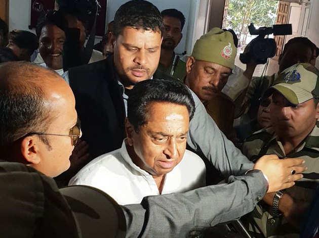 कमलनाथ को सीएम बता रहे समर्थक