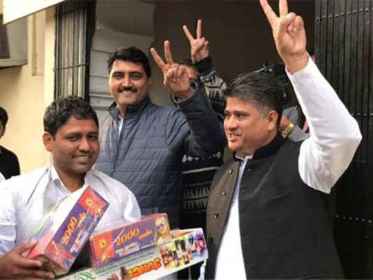 राजस्थानात काँग्रेस कार्यकर्त्यांनी मागवले फटाके