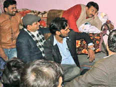 manoj tiwari spent night in slum listened to their issues