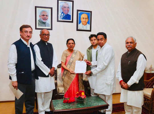 राज्यपाल आनंदी बेन पटेल के साथ कांग्रेस प्रतिनिधिमंडल