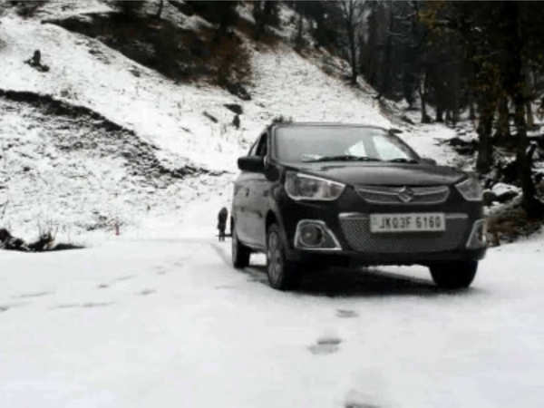 jammu and kashmir traffic movement halted in ramban after heavy snowfall