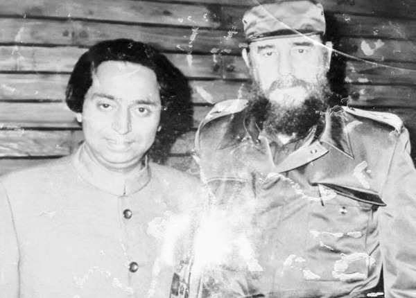 फिदेल कास्त्रो के साथ कमलनाथ की एक तस्वीर
