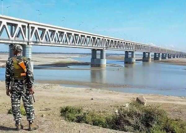 लगभग 5 किलोमीटर लंबा पुल