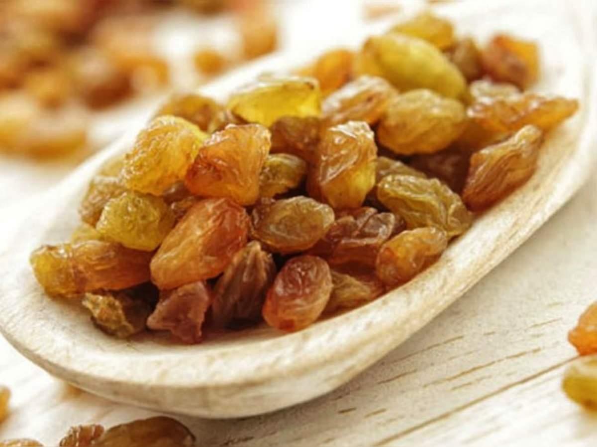 kishmish khaane ke faayde: किशमिश खाने के हैं ढेरों फायदे, जानें इनके बारे  में - amazing benefits of eating soaked raisins kishmish | Navbharat Times
