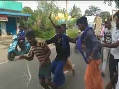 man sexually harassed 3 year old girl child mob lynched him and surrender to the police