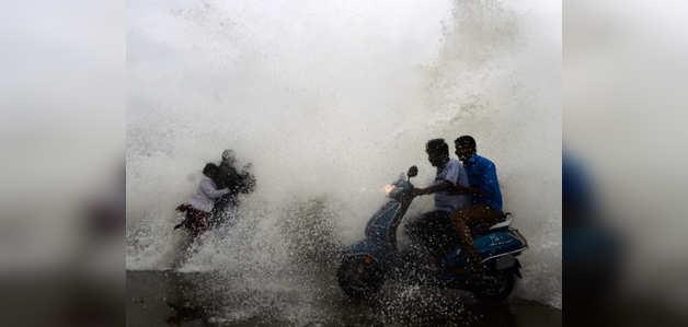 चक्रवातीय तूफान पेथाई आंध्रप्रदेश के पूर्वी गोदावरी में पहुँचा