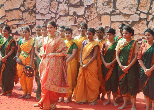 रानी लक्ष्मीबाई के लुक में कंगना