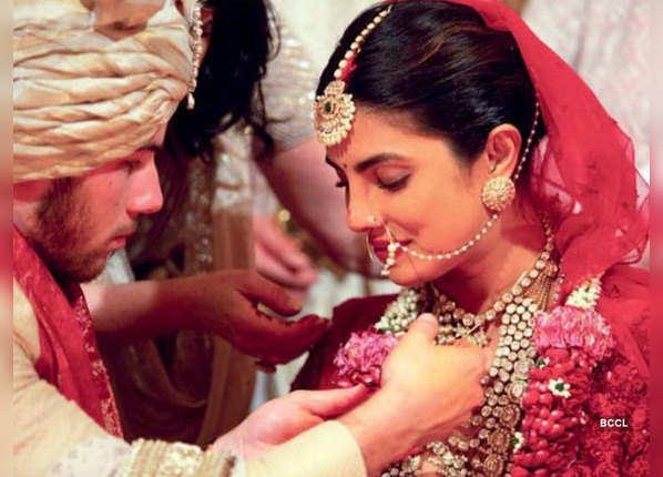 अलग-अलग रीति-रिवाज से शादी