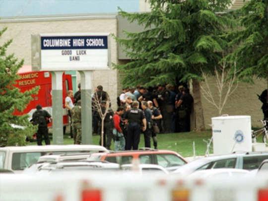 शाळेमध्ये बंदुकधारी सुरक्षारक्षकांची शिफारस