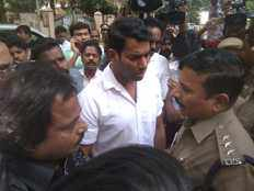 vishal tries to break open lock at producers council and arrested